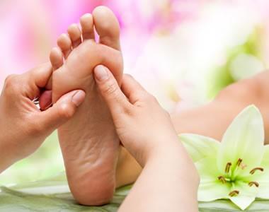 Massage des pieds proposé par le centre de massothérapie à Sommières